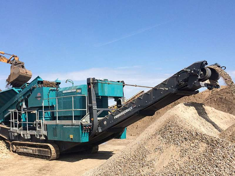 Powerscreen 1000 Maxtrak mobile crusher