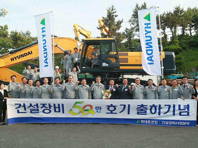 Hyundai hand over 500,000th machine
