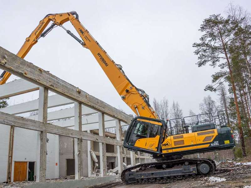 Hyundai HX520L high-reach excavator