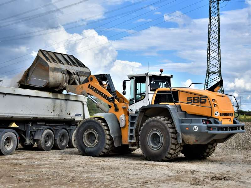 Liebherr L 586 XPower loading shovel