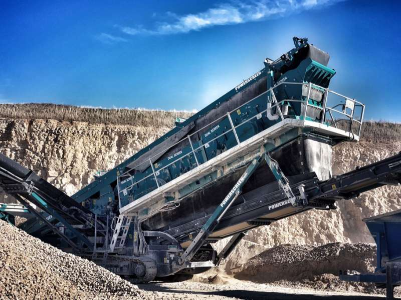 Powerscreen Chieftain 2200 triple-deck screen