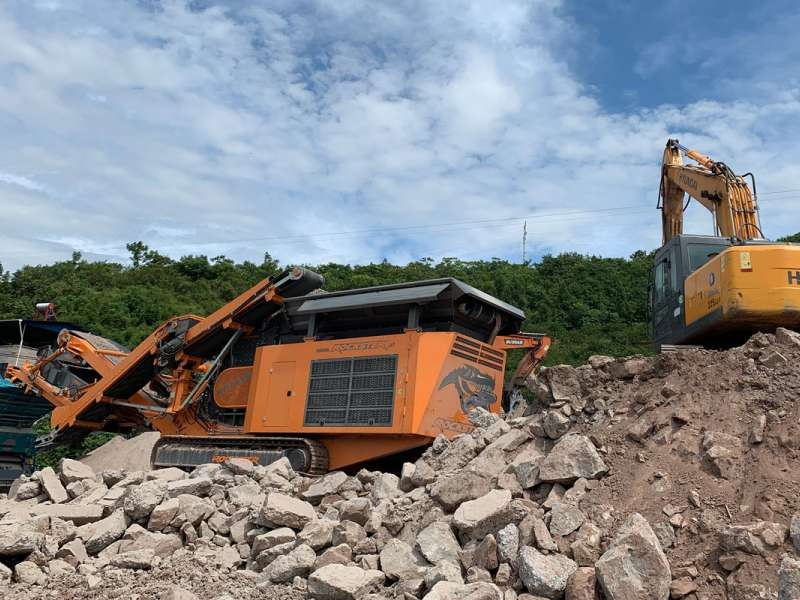Rockster R1100DS crusher