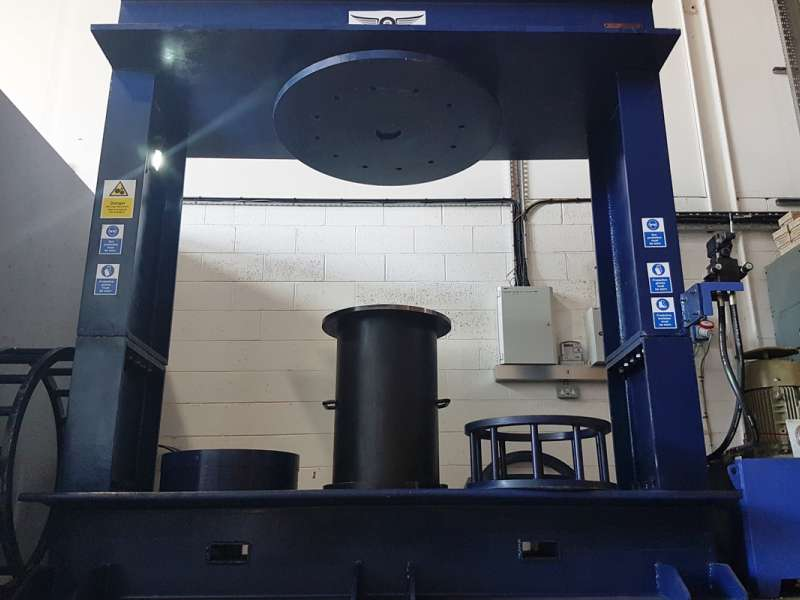 Static tyre press