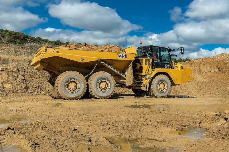 Cat 725 articulated dumptruck