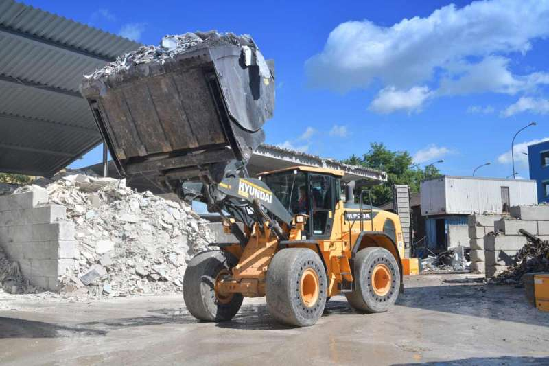 Hyundai HL960A wheel loader
