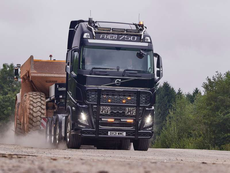 New flagship Volvo FH16 750 Globetrotter XL for Paul Chapman & Sons