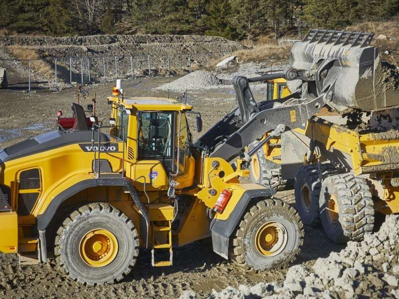 5G powered remote-controlled wheel loader