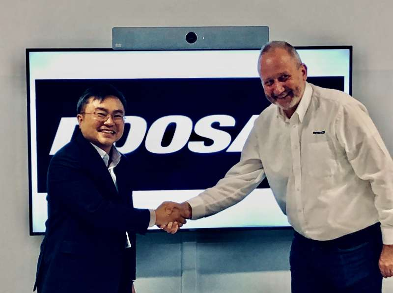 L-R: Charlie Park, CEO of Doosan Infracore Europe, and Carl Leijonhielm, CEO of INTRAC